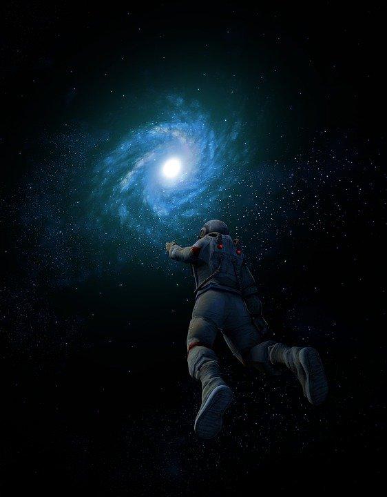 Taikonauta, cosmonauta e astronauta.