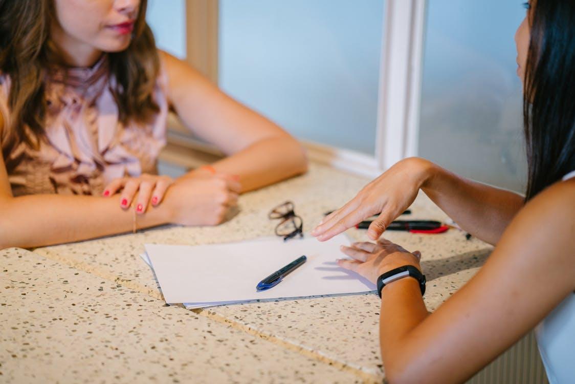 scriviamo insieme il nostro riassunto, ci servono carta e penna